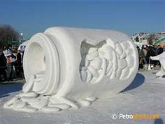 The annual Harbin International Ice and Snow Sculpture Festival originated from local Harbiner traditional ice lantern show garden party in winter since 1963. It was halted for a number of years during the Cultural Revolution, but has resumed and declared an annual event at Zhaolin Park ♥