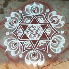 Rangoli Designs Latest, Simple Rangoli Designs Images, Rangoli Designs Flower, Rangoli Border Designs, Rangoli Designs With Dots, Rangoli Designs Diwali, Beautiful Rangoli Designs, Flower Embroidery Designs, Latest Rangoli