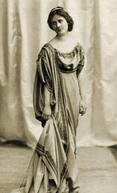 Isadora Duncan (1877-1927) - American Modern Dancer.