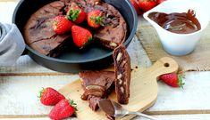 Brownie en sartén Desert Recipes, Chocolate Fondue, Waffles, French Toast, Bakery, Deserts, Beef, Breakfast, Food