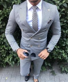 men's fashion suits for business wardrob mens style tips and fashion inspiration Mode Masculine, Indian Groom Wear, Mode Costume, Designer Suits For Men, Mens Fashion Suits, Men's Fashion, Fashion Guide, Fashion Advice, Mens Suits
