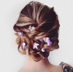 I want some false flowers to stick in my hair. :/