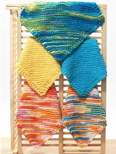 LOOM INSTRUCTIONS Use loom with 49 pegs & gauge suitable to your yarn Cast on 4 sts(mid-loom if using rake) 1st row: Purl 2nd row: K1.Move stitch to outer peg.Wrap peg just emptied.K this peg.Knit to end of row. 3rd row: P1. Inc 1 st in next st as above. P to end of row Rep 2nd&3rd rows to 49 sts (continues below)