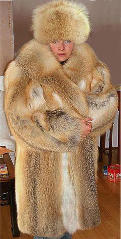 Who else knows how to dress like that? Coyote Fur Coat, Fox Fur, Animal Slaughter, Fabulous Fox, Russian Fashion, White Fur, Red Fox, Fur Fashion, Mantel