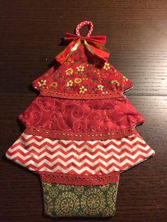 Adorno navideño en tonos rojos