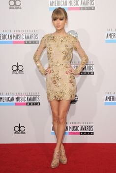 Taylor Swift strikes a pose at the #AMAs