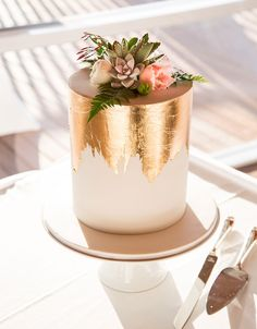 Gold foil small cake More You are in the right place about wedding cakes table Here we offer you the most beautiful pictures about the wedding cakes ombre you are looking for. When you examine the Gold foil small cake . Pretty Cakes, Beautiful Cakes, Amazing Cakes, Edible Gold Leaf, Fancy Sprinkles, Bolo Cake, Engagement Cakes, Engagement Parties, Engagement Cake Toppers