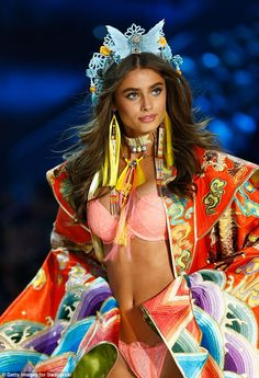 VS Angel Taylor Hill has been dating her lover Michael Stephen Shank for over a year
