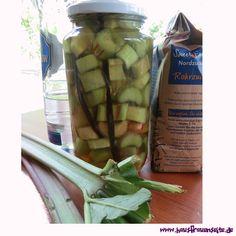 Rhabarberlikör mit frischem Rhabarber Celery, Pickles, Asparagus, Cucumber, Food Porn, Vegetables, Recipes, Tasty Vegan Recipes, Vodka