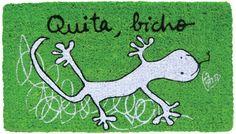 Felpudo Quita bicho. Un felpudo original y muy colorido perfecto para regalar. Con diseño de Anna Llenas, y lo tenemos en Decocuit, regalos y decoración en Burgos y también en www.decocuit.com.