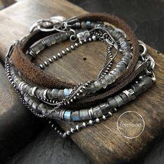 Ensemble de deux bracelets, totalement en oxydée, argent 925, de cuir et de labradorites.  Dimensions: Toute la longueur : 8,46 pouces (21,5 cm)