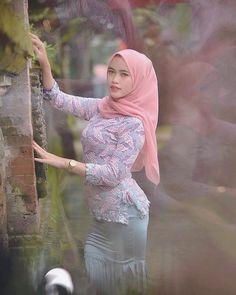 Ayudiya21 (@bidansangek) / Twitter Beautiful Muslim Women, Beautiful Hijab, Beautiful Asian Girls, Teen Girl Poses, Hijab Fashionista, Hijab Chic, Girl Hijab, Muslim Fashion, Tight Dresses