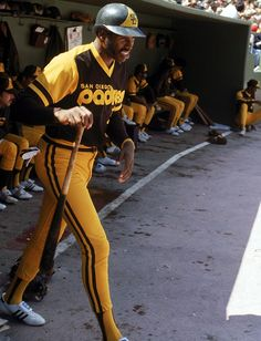 No that is not a tall UPS delivery man; its Dave Winfield in his Padres duds