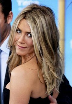 mousy brown hair with blonde highlights Mousy Brown Hair, Brown Hair With Blonde Highlights, Hair Color Highlights, Light Brown Hair, Blonde Color, White Highlights, Ash Brown, Medium Brown, Jennifer Aniston Hair Color