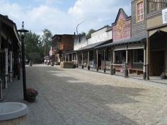 Google Image Result for http://2.bp.blogspot.com/-nkKGQQe0v7k/TcAhhbA9zYI/AAAAAAAAAE4/_0Xz8zHLrj4/s1600/ghost_town.jpg