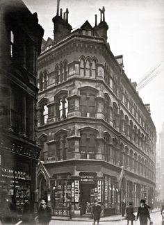 Charles Goss' Vanishing London - pictures of London from around 1910.