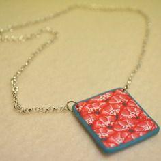 Ras du cou chainette argentée et pendentif au motif original japonisant en fimo