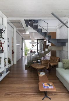 Estudio BRA have transformed an old house in Sao Paulo, Brazil, and turned it into a bright and modern home with outdoor spaces. Minimalist House Design, Minimalist Home, Modern House Design, Narrow House Plans, Old Home Remodel, Modern Staircase, Style At Home, Contemporary Interior, Home Fashion