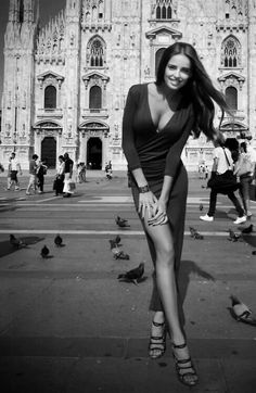 when the time comes, perhaps we should also look for a moment at the beautiful Milan Cathedral in the background