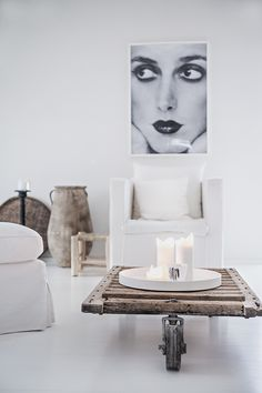 Weekend decorating idea: add some personality with femme art — The Decorista Interior Styling, Interior Decorating, Interior Design, Room Deco, Minimalist Interior, Home And Living, Interior Inspiration, Interior And Exterior, Living Spaces