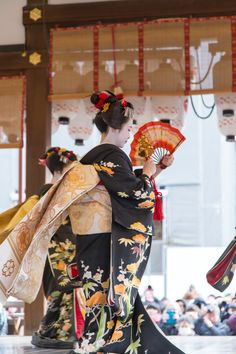 Kyoto, Yasaka Shrine festival, dedicate a dance to the god of a shrine.