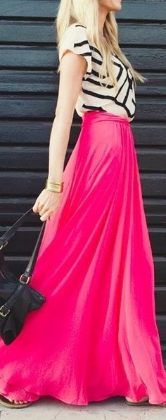 hot pink maxi skirt.  black and white statement print top. Summer style