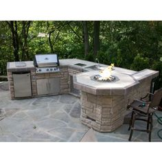Family Leisure offers the highest quality outdoor rooms, kitchens and grill islands at the very best discounts. With custom stone and tile and virtually any grill and accessory, nobody does it better. Outdoor Living at its best!