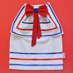 """CRIAÇÃO POR AMARÍLIS ATELIER!  Mochilinha Infantil tipo """"Saquinho"""" com o tema Patati (Palhaços Patati & Patatá) Tecido 100% Algodão! Fechamento Prático!  """"Blusa"""" Branca Pala e Calça Brancas com Aplicações de Fitas de Cetim Vermelha e Azul Royal Gravata Borboleta Vermelha e Azul Royal Cadarço Branco  Para a opção de Marinheiro, podem ser usadas as mesmas cores ou personalizar com as cores da festa!  PEDIDO MÍNIMO: 12 unidades DIMENSÕES: 34 cm x 24 cm R$ 13,50"""