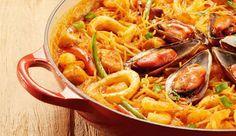 FIDEUÁ. Prato típico espanhol, a base de frutos do mar e macarrão