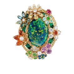 ホーム > ニュース > ファッション > 「ディオール」ヴェルサイユ宮殿の庭園が着想のハイジュエリー、瑞々しい草花をダイヤモンドやエメラルドで 「ディオール」ヴェルサイユ宮殿の庭園が着想のハイジュエリー、瑞々しい草花をダイヤモンドやエメラルドで       Retweet1698  Heart 4300    ディオール(Dior)からヴェルサイユ宮殿の庭園をモチーフにしたハイジュエリーコレクション、「ディオール ア ヴェルサイユ, コテ ジャルダン 」が登場する。