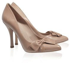 Pura Lopez Cristina- Nude pointed toe leather shoes by Pura Lopez, with stiletto heel and bow at side.