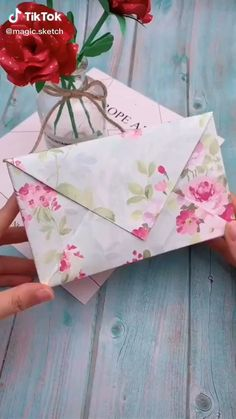Diy Crafts Hacks, Diy Crafts For Gifts, Creative Crafts, Diy Projects, Cool Paper Crafts, Paper Crafts Origami, Diy Paper, Gift Wrapping Techniques, Creative Gift Wrapping
