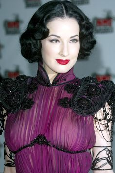 See photos of Dita von Teese donning the looks straight out of the enviable closet she allowed Cameron to raid. Dita Von Teese Burlesque, Dita Von Teese Style, Burlesque Vintage, Dita Von Tease, Estilo Pin Up, Up Girl, Beauty Women, Actresses, Retro