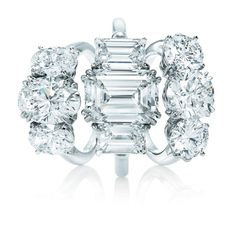 Harry Winstone three-stone diamond engagement rings: oh so freakin pretty!