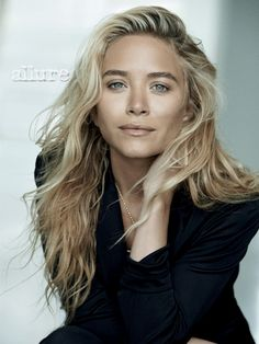 mk ashley Mary Kate & Ashley Olsen Star in Allure December 2013 by Peter Lindbergh Mary Kate Ashley, Mary Kate Olsen, Elizabeth Olsen, Pretty People, Beautiful People, Beautiful Pictures, Undone Look, Corte Y Color, Natural Beauty Tips