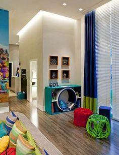 A arquiteta Fernanda Lovisaro e sua irmã, a designer de interiores Carolina Lovisaro montaram um quarto lúdico para dois irmãos com uma ampla área de estudos. Informações: (11) 2373-4806 Foto: Victor Affaro/ Lovisaro Arquitetura e Design/ Divulgação
