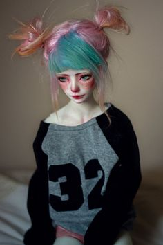 Flea and I are both having a lazy day today. ouo ------------------------------------------------------------------------------------------------- Flea is a Dollmore Zaoll Luv (white skin).