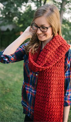 I totally love this scarf! This is one of our Featured Favorites this week at the Tuesday PIN-spiration Link Party: Coastal Redwood Super Scarf by Underground Crafter - Free Crochet Pattern. Get your free pattern here: