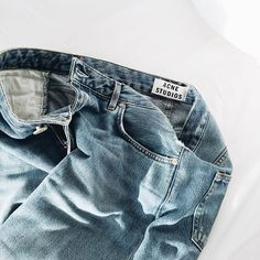 I love my worn out jeans. Emma Carstairs, Ross Geller, Phoebe Buffay, Chandler Bing, Rachel Green, Womens Fashion Online, Latest Fashion For Women, Death Note Anime, Just In Case