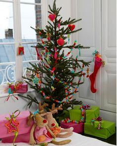 Colorful Children's Christmas Tree (Norwegian)