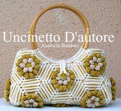Borsa in cotone , foderata, manici in legno. #bag #borsa #uncinetto  #crochet #uncinettodautore  #analuciabandoni