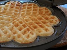 The best ceramic waffle maker has a natural, eco-friendly coating. Ready to make DELICIOUS restaurant style belgian waffles at home?Shop now! Norwegian Waffles, Norwegian Food, Belgian Waffles, Easy Waffle Recipe, Waffle Recipes, Waffle Day, Waffle Iron, Keto Waffle, Fluffy Waffles