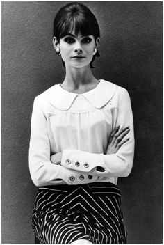 Jean Shrimpton JULY 03 1964 – In a Peter Pan collar blouse and printed skirt with signature cat's eye make-up Photo John French Jacqueline Bisset, Jean Shrimpton, Fashion Images, Fashion Models, Fashion Outfits, Style Fashion, Gothic Fashion, Fashion Clothes, Style Année 60
