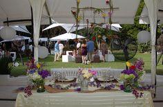 Mesa de novios con arreglos vintage www.pavorealdelrincon.com.mx