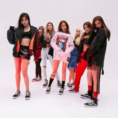CLC is coming back!On May the Cube Entertainment girl group announced the release of the new digital single… Cheshire, Kpop Girl Groups, Korean Girl Groups, Kpop Girls, Kpop Outfits, Dance Outfits, Extended Play, K Pop, Clc Hobgoblin