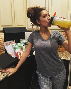 """Good Morning! #proudMom takes Sophia to school I'm on my @310Nutrition  #12DaysOfChristmas Can't wait til break #310nutriton #detox #shake…"""