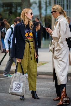 alexandra-carl-and-camille-charriere-by-styledumonde-street-style-fashion-photography - Luxe Fashion New Trends Street Style 2017, Street Chic, Street Style Women, Street Wear, Look Fashion, French Fashion, Autumn Fashion, Fashion Outfits, Fashion Trends