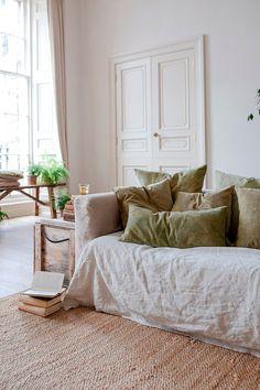 slow natural home decor in neutral colours Interior Design Living Room, Living Room Decor, Living Spaces, Design Interiors, Interior Desing, Interior Inspiration, Interior Ideas, Interior Lighting, Linen Sofa