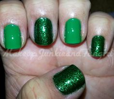 Makeup Junkie and Fangirl: Green Glitter Mani