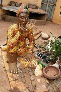 Voodoo priest doing okpele ifá oracle | From Togo and Benin: Homelands of Voodoo | Ph: Christa Neuenhofer